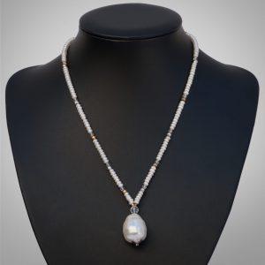 Perlen und Bergkristall
