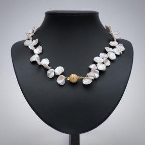 Colliers aus Perlen